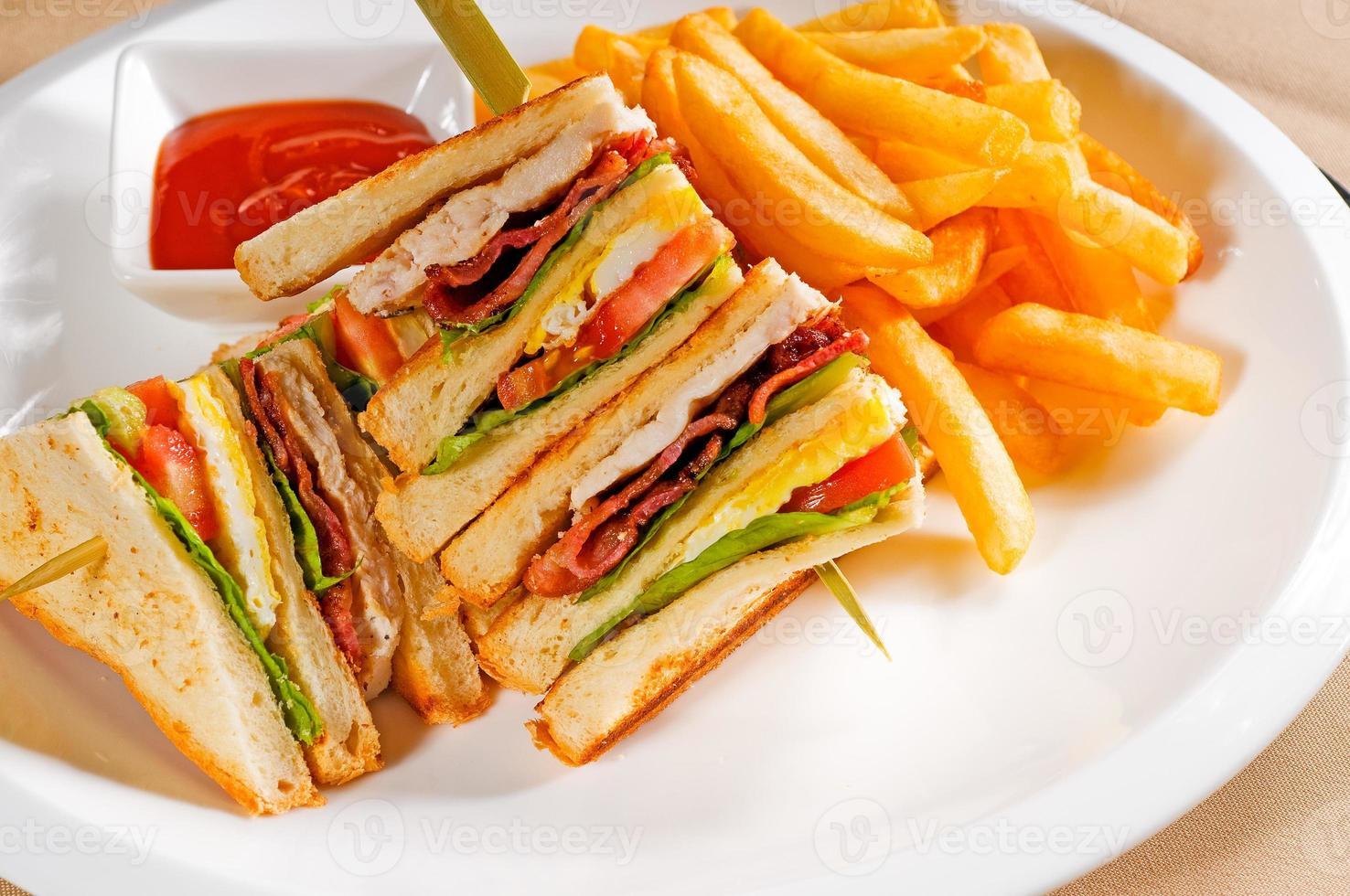 triple decker club sandwich foto