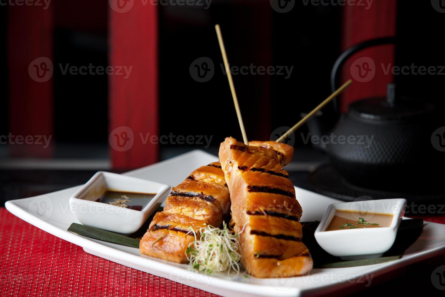 tonfisk med grillade grönsaker foto