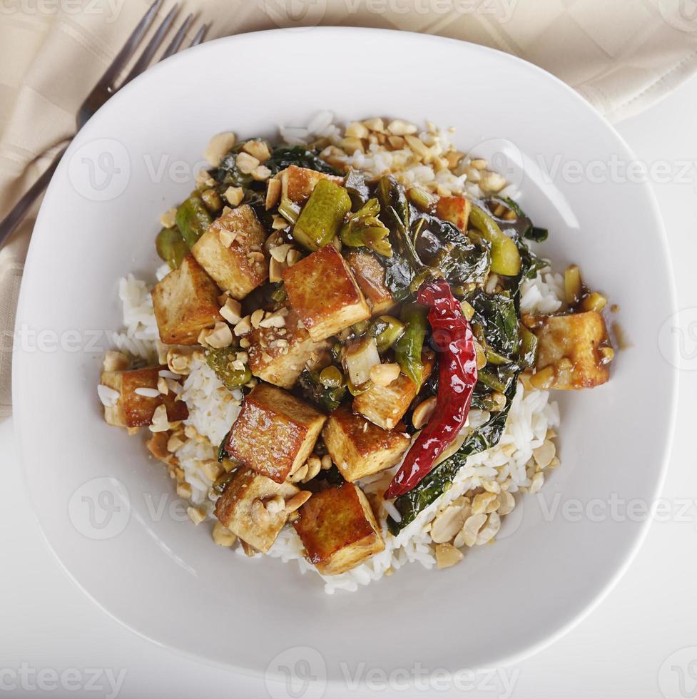 tofu med kinesisk broccoli och ris foto