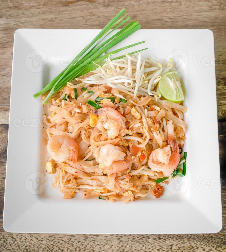 pad thai, omrörda risnudlar foto