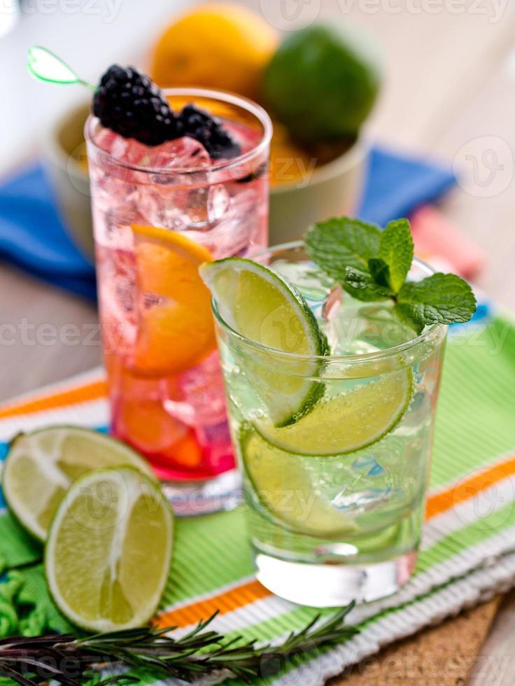 två cocktails foto