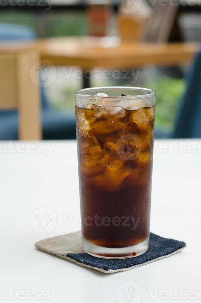kall sodavanddryck i glas foto