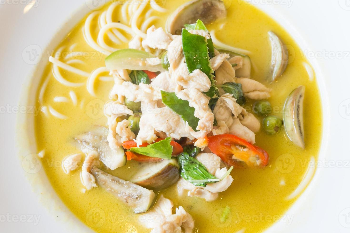 thai green curry chicken spaghetti foto