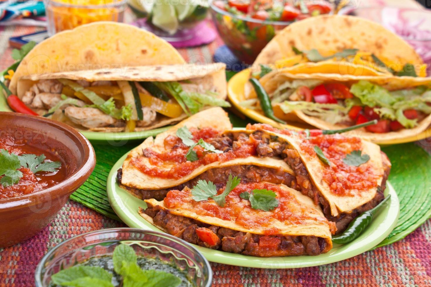 färgglad traditionell mexikansk mat foto
