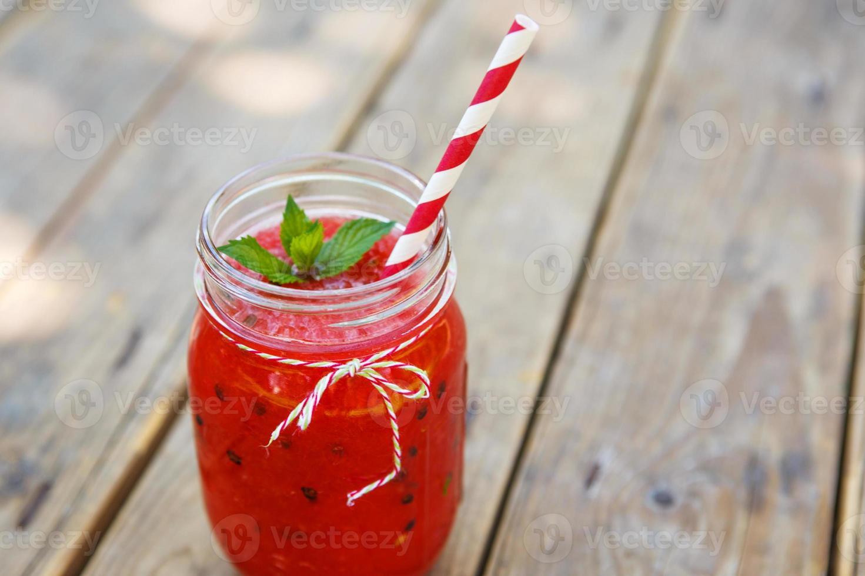 vattenmelonsmoothie som hälsosam sommardrink. foto