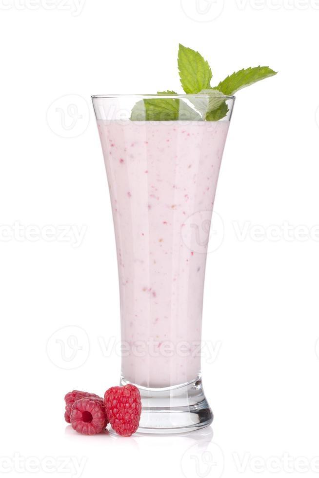 hallon mjölk smoothie med mynta foto