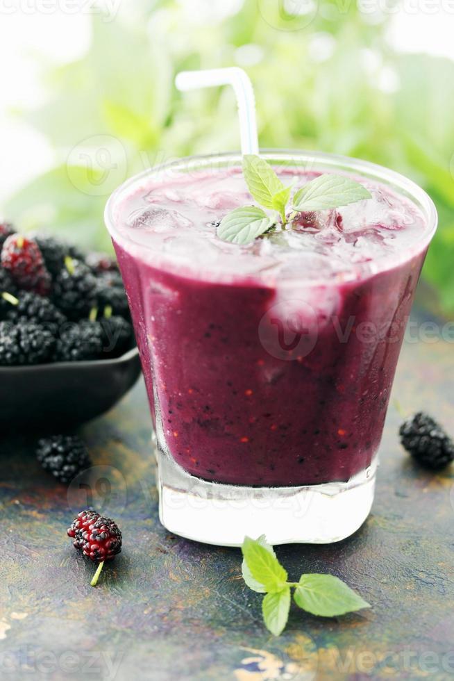 cocktail med mullbär foto