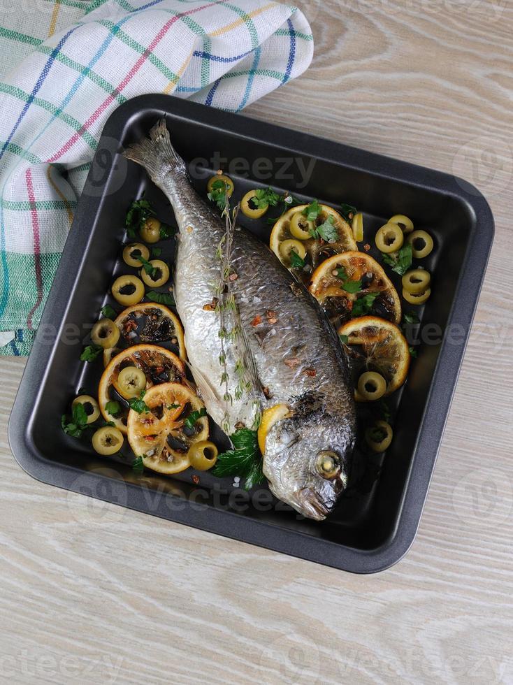 bakad fisk (dorado) foto