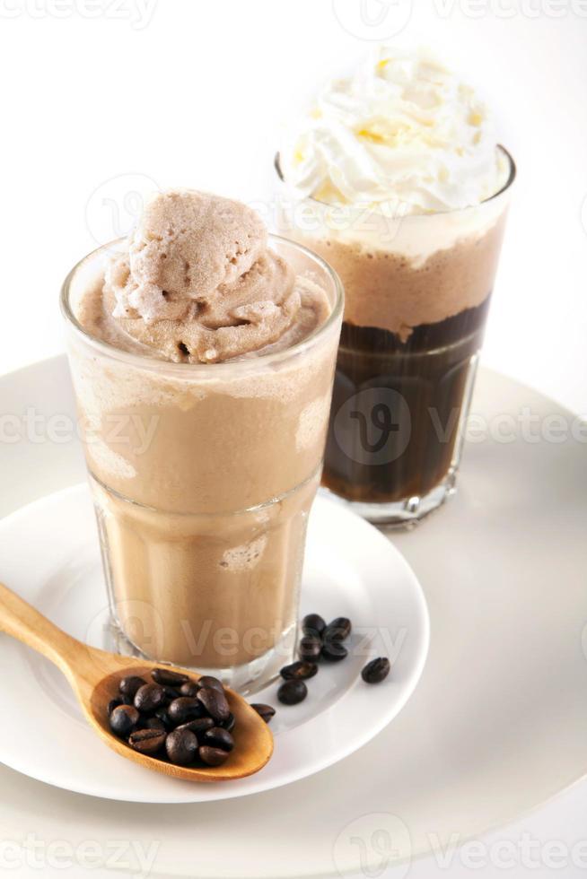 två glas iskaffe foto