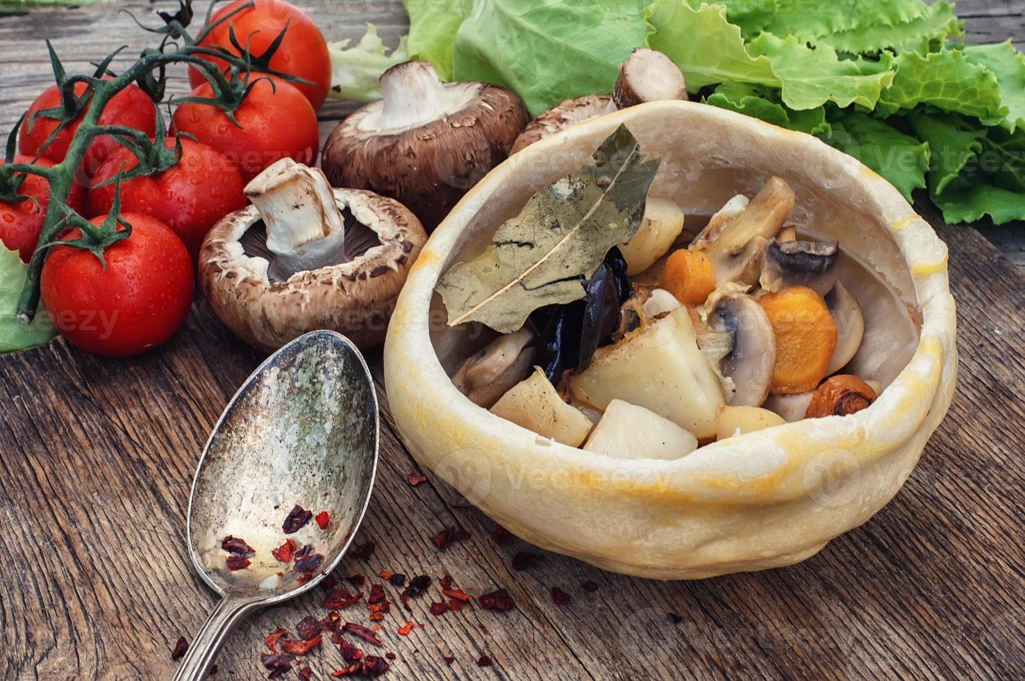 traditionellt ukrainska köket med grönsaksstek recept foto