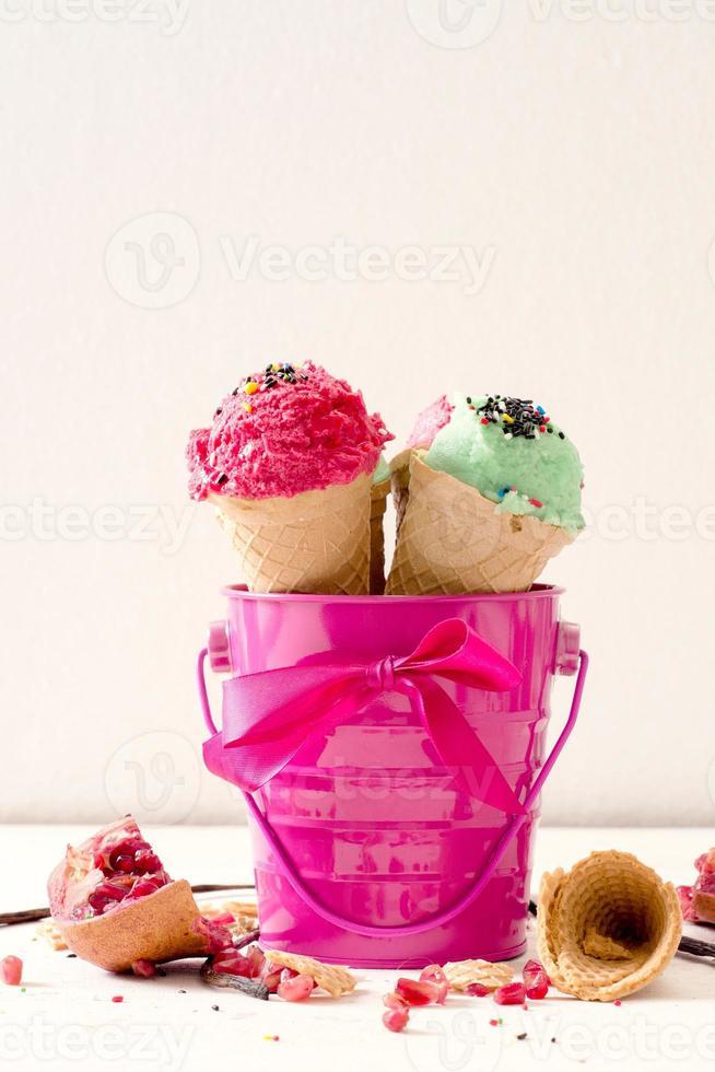 glass i rosa korg foto