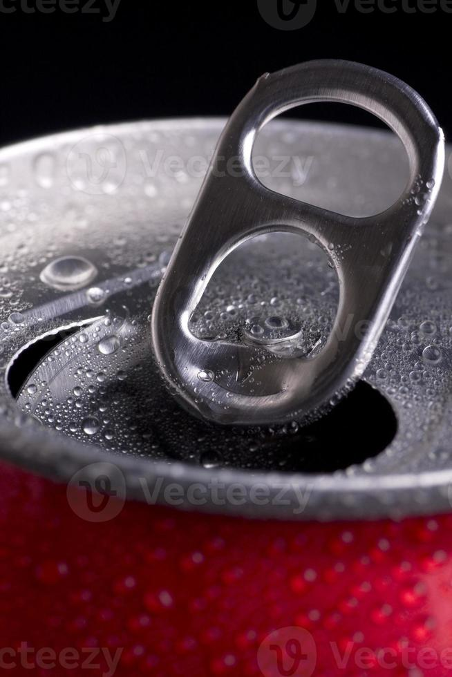 öppen burk coca cola foto