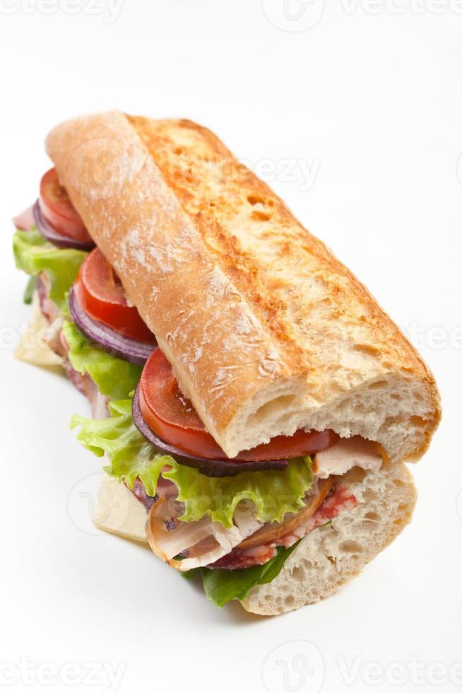 tunnelbana baguette smörgås med tre tomater och sallad foto