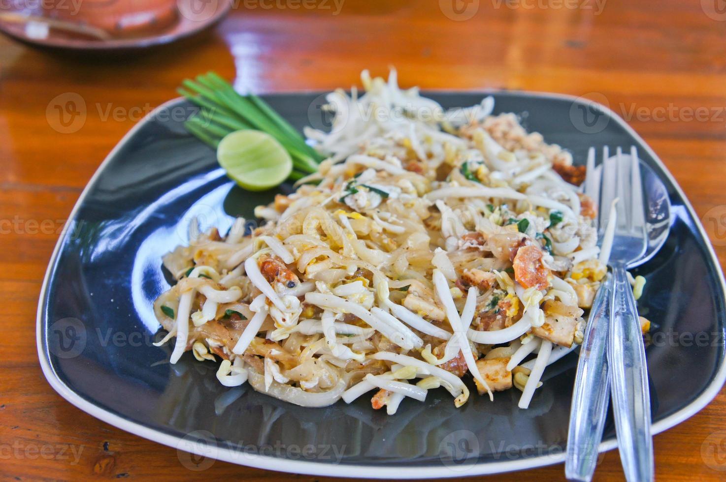pad thai traditionell måltid i Thailand cusine foto