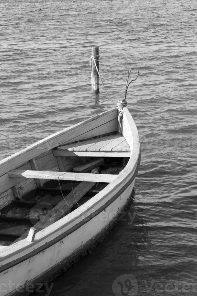 liten fiskebåt foto