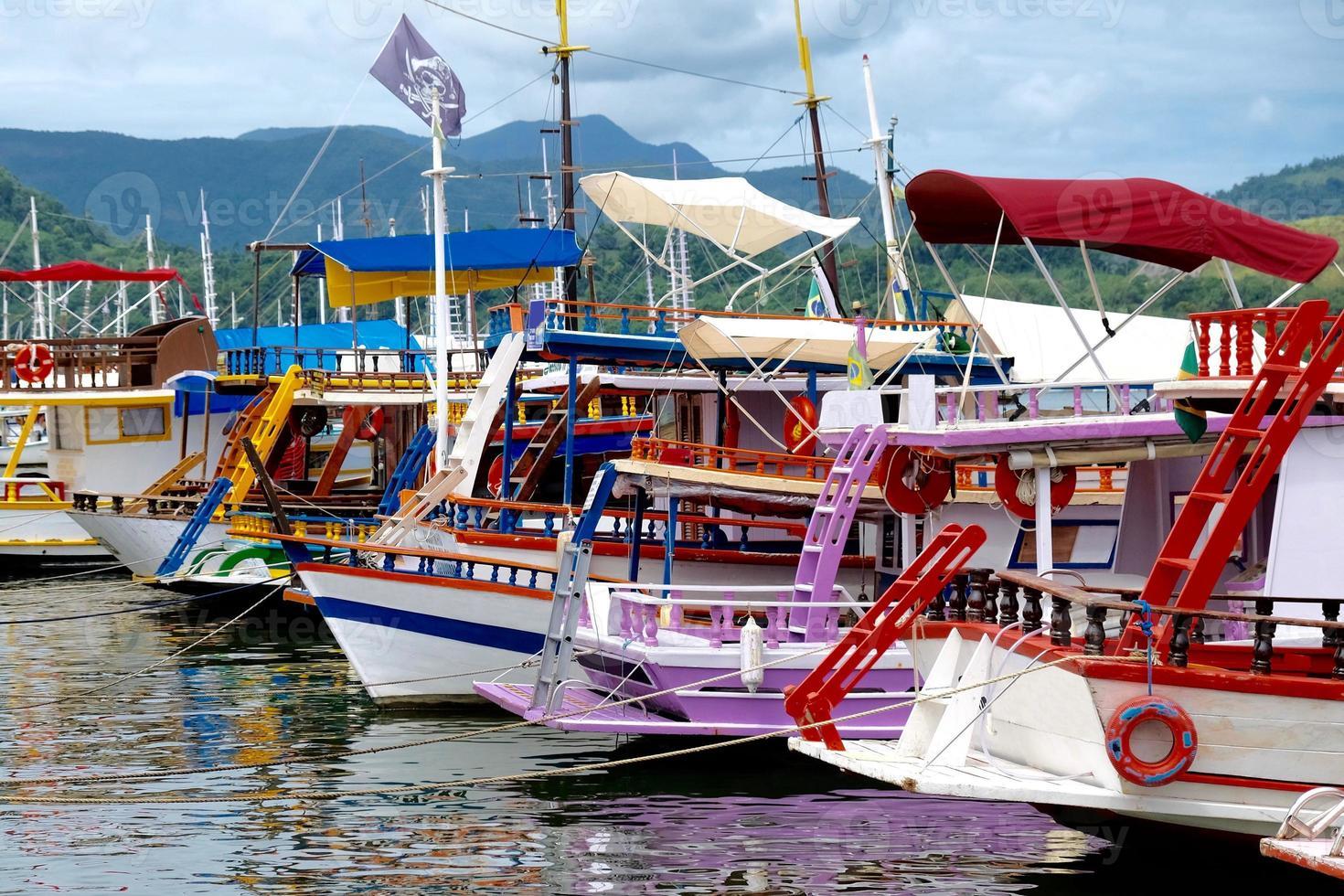 färgglada båtar foto