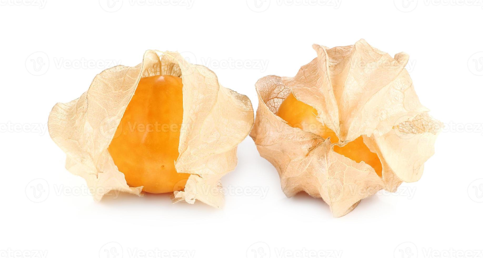 physalis frukt, cape bär frukt isolerad på vitt foto