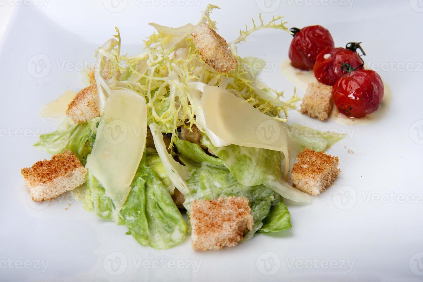 Caesar sallad närbild i restaurangen foto