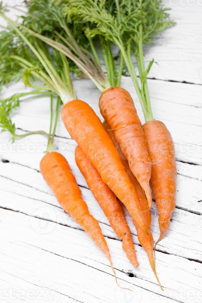färska organiska morötter. foto