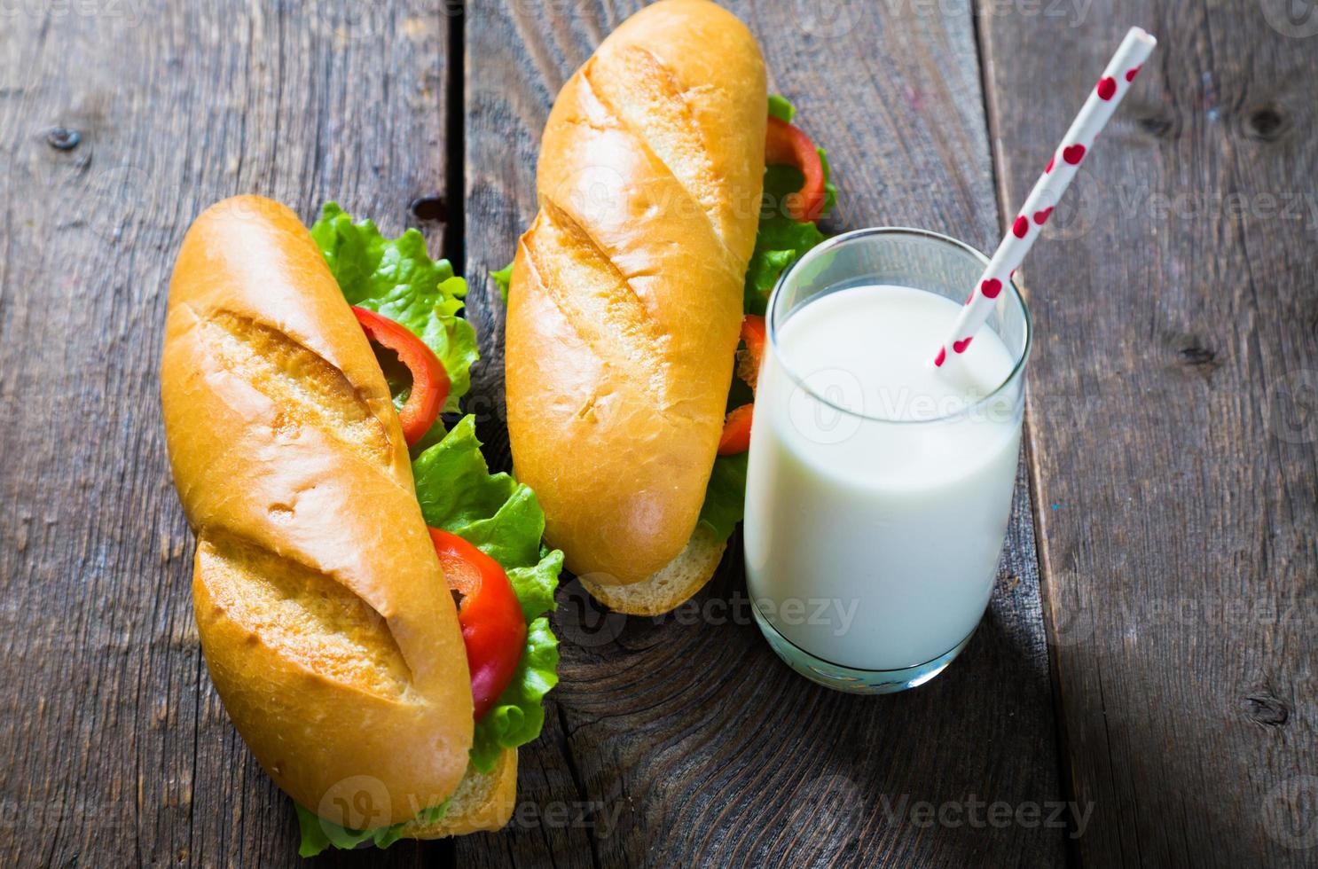 smörgåsar och mjölk foto
