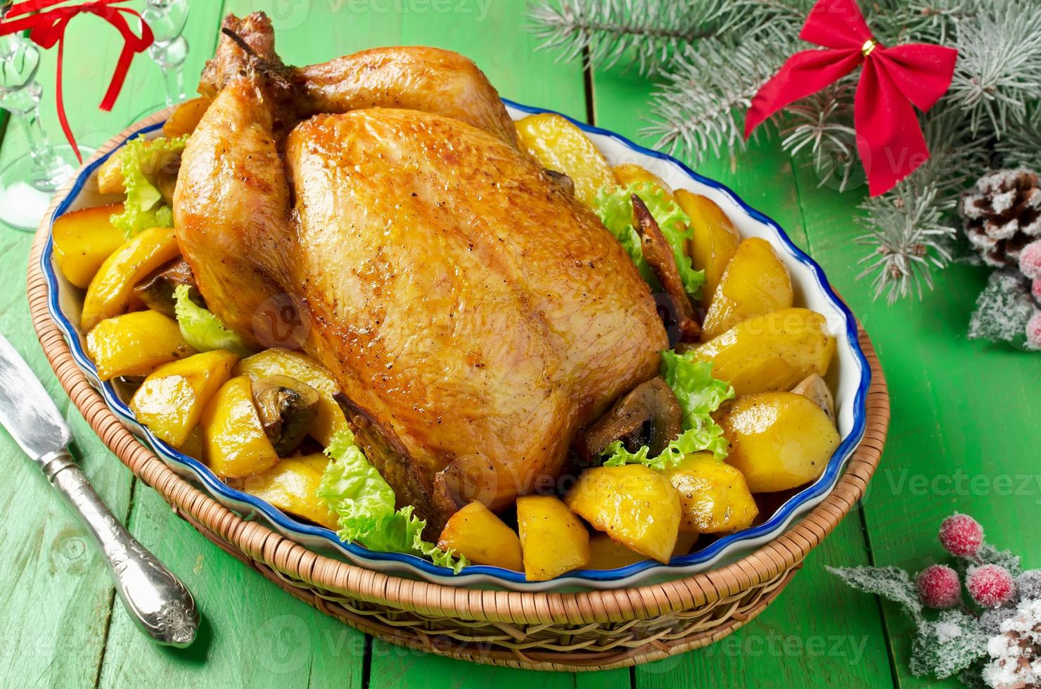 rostad kyckling med potatis och svamp foto