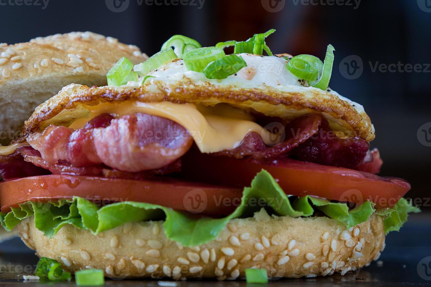 bacon och äggsmörgås foto