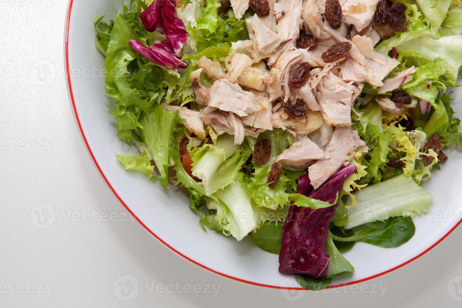 kyckling sallad med tomater och russin foto