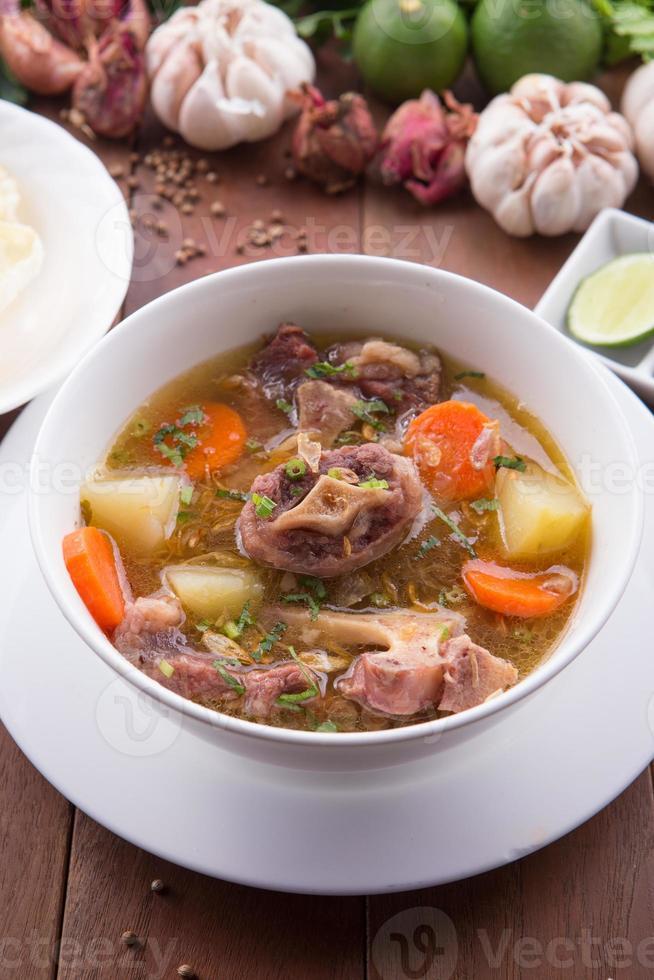 indonesisk oxstilsoppa eller soppa buntut foto