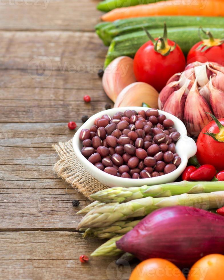 azuki bönor och grönsaker foto