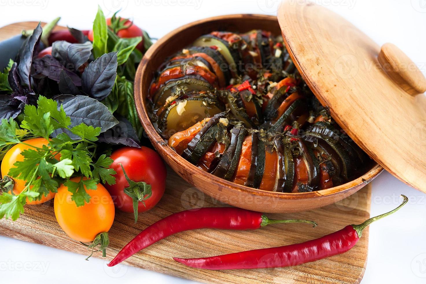 välsmakande maträtt av grönsaksratatouille foto