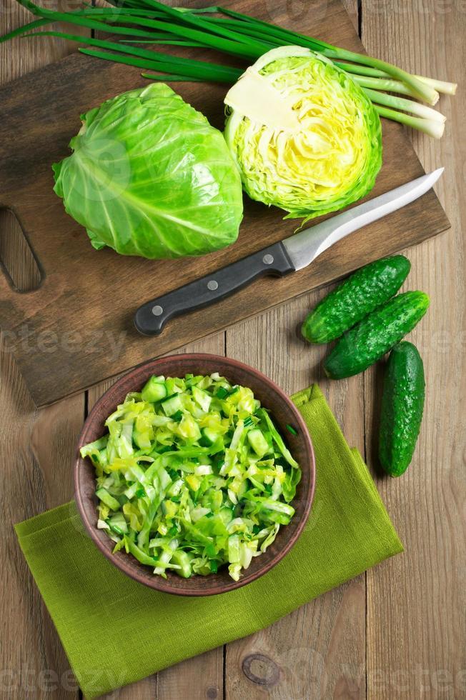 grönsakssallad och ingredienser foto