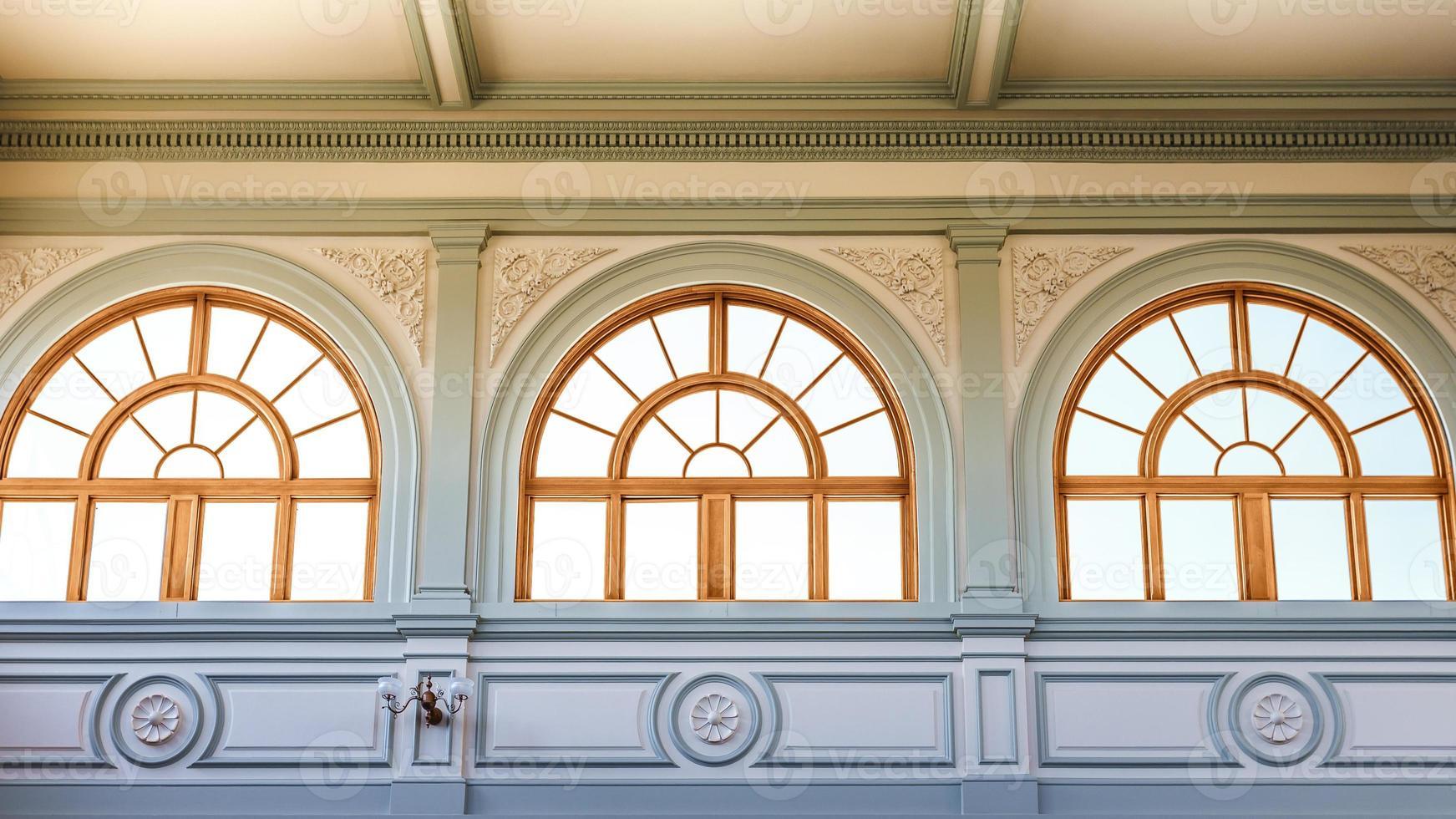 windows of Atlanta capitol foto