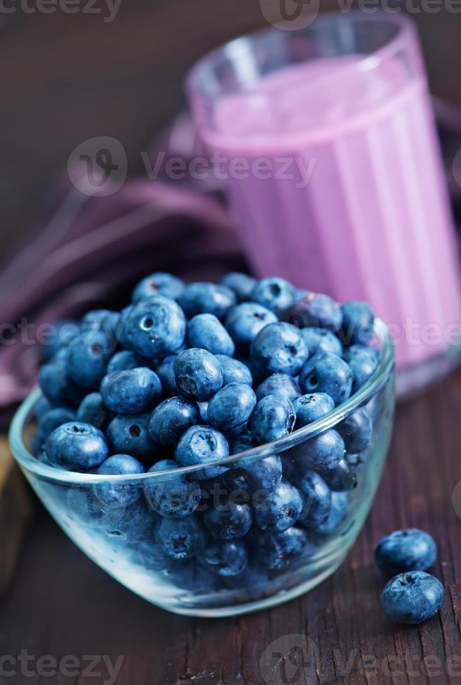 yoghurt med blåbär foto