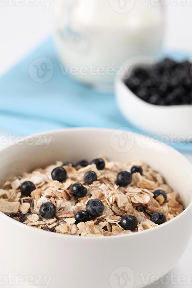granola med blåbär foto