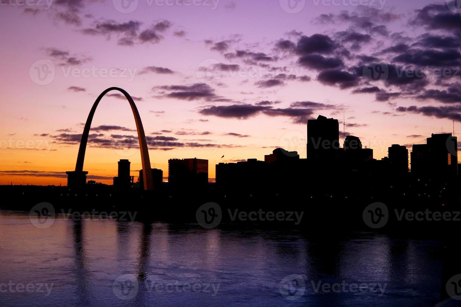 St Louis Riverfront vid solnedgången foto
