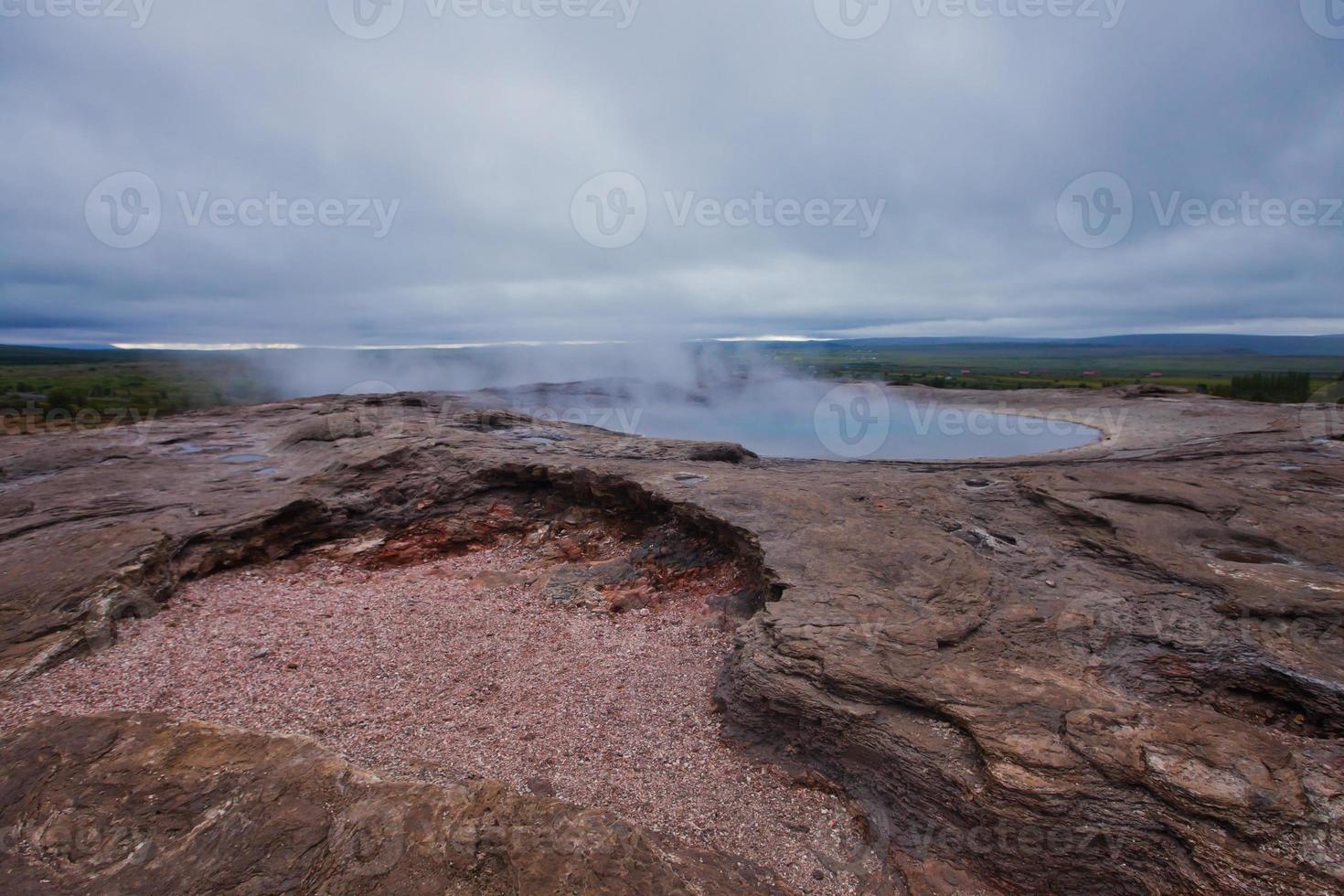 utbrott av berömda isländska gejsare geysir strokkur foto
