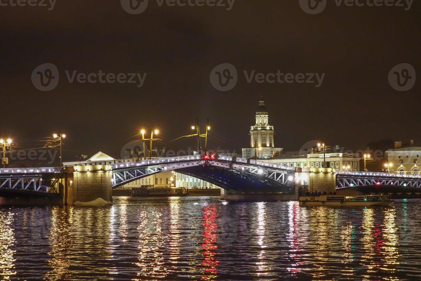 palatsbron i St Petersburg Ryssland foto