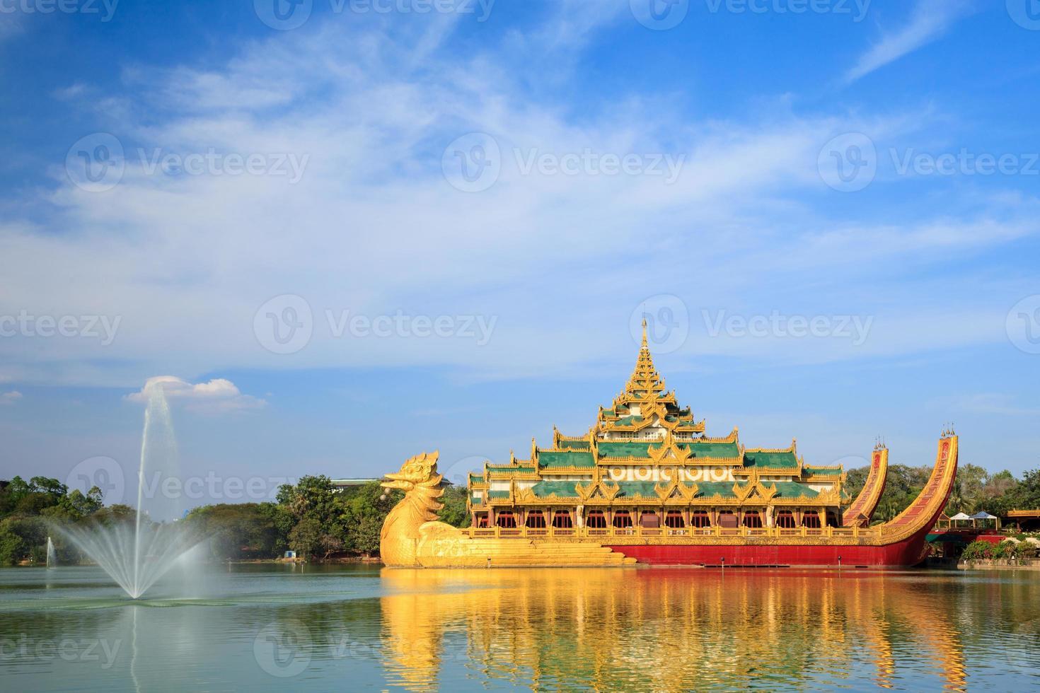 karaweik palats, yangon, myanmar foto