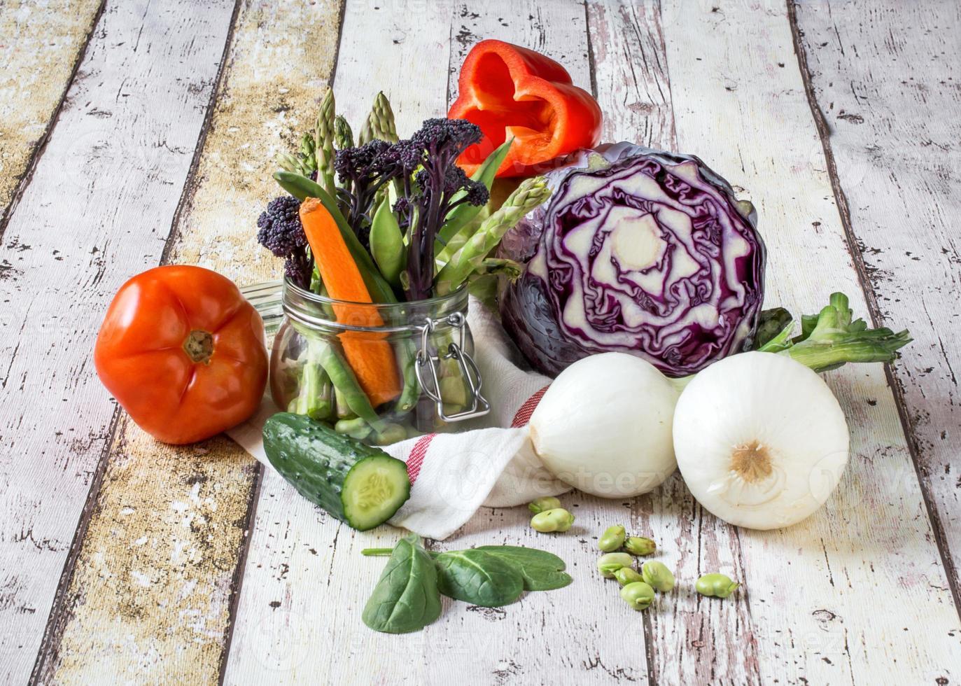 hälsosamt äta färska grönsaker foto