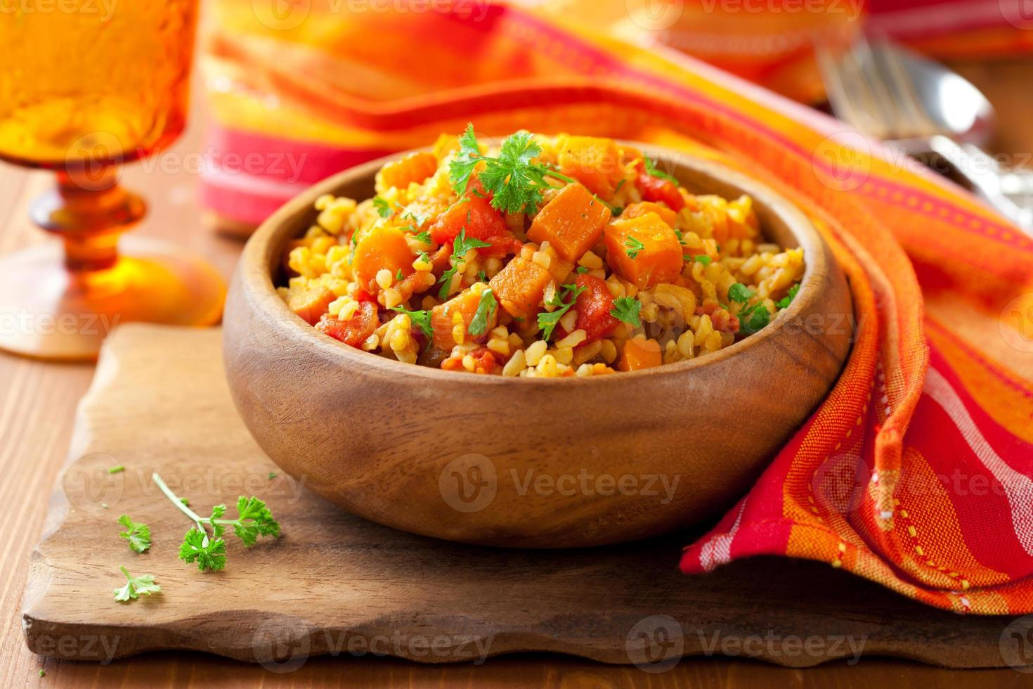 bulgur med grönsaker foto