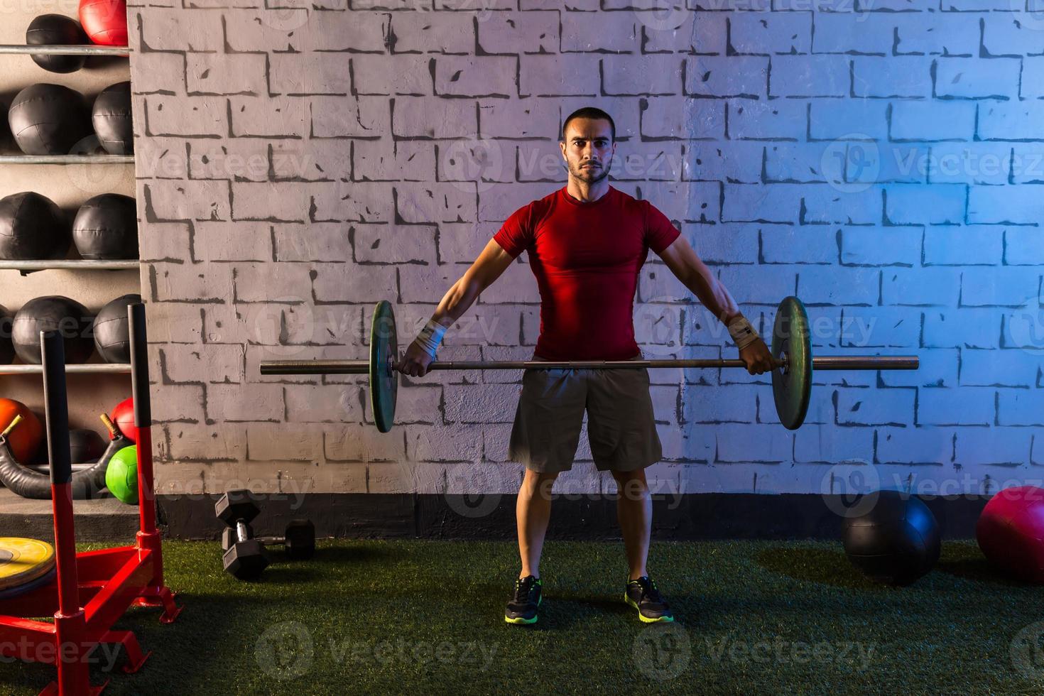 skivstång viktlyftning man träningsträning gym foto