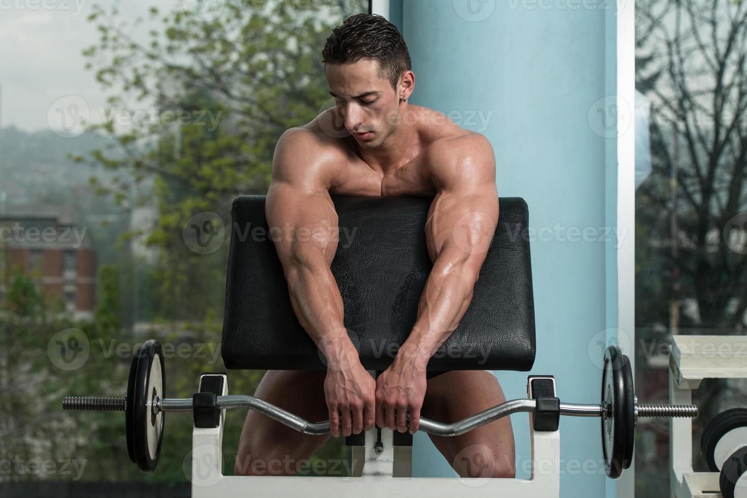 porträtt av en fysisk fit ung man foto