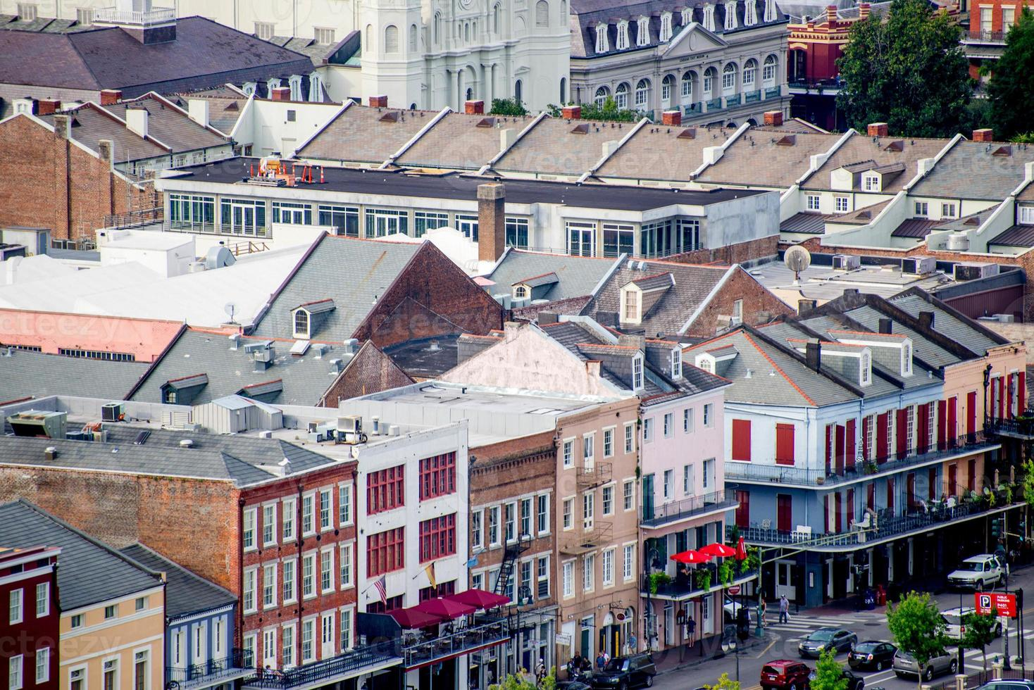 antenn viel av färgglada byggnader i nya orleans foto
