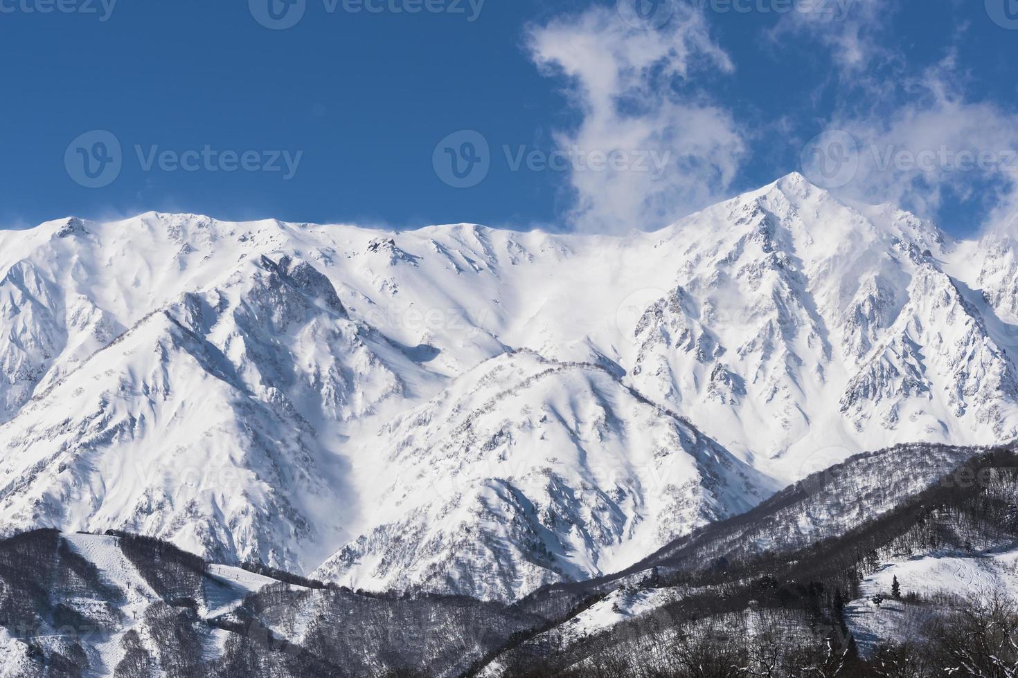 vintern moutains med snö. foto
