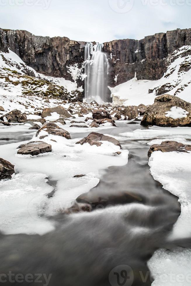 vintervattenfall på Borgarfjordur foto