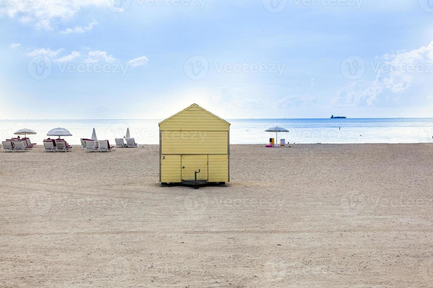 strandliv på den vita stranden i södra Miami foto
