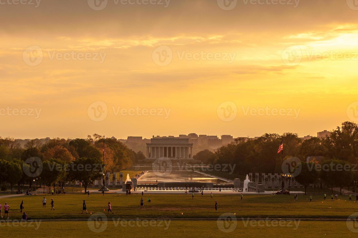 lincoln minnesmärke vid solnedgången foto