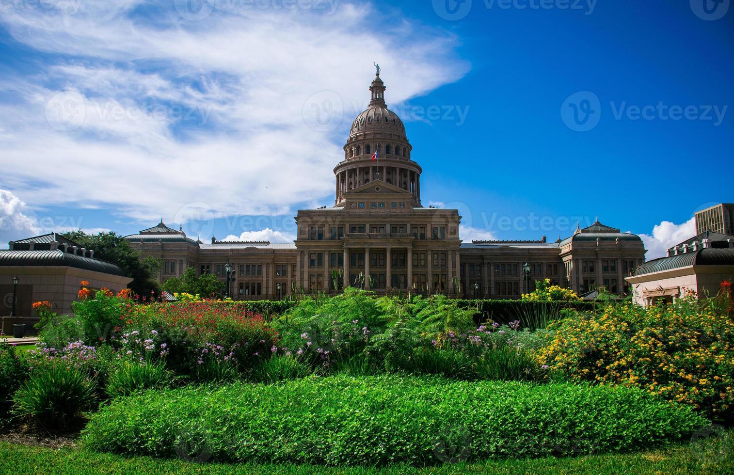 den fantastiska austin capitolbyggnaden står högre än alla andra foto