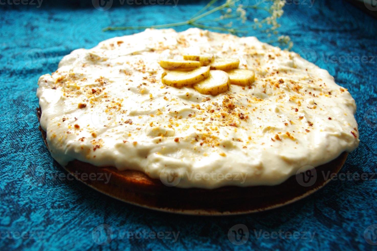 hemlagad krämig kaka med bananer foto