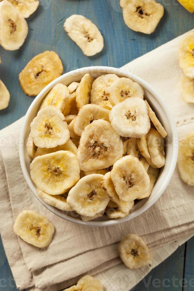 hembakade dehydratiserade bananchips foto